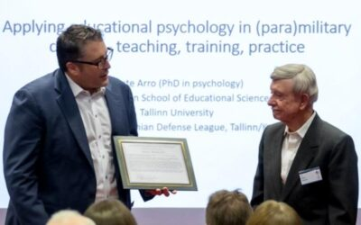 Dr. Eric Surface presents Division 19 Presidential Citation to Dr. Marty Wiskoff at the 2019 IMTA Conference.